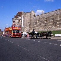 EB-99-07: Carriage & Tourist Bus Outside Windsor Castle