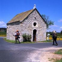 FA-44-07: Pilgrims, Chapelle de Bastide, Via Podiensis, Lasbros, Auvergne, France